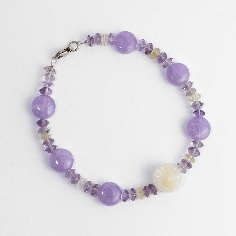 Armband aus Edelsteinen mit Achatblume