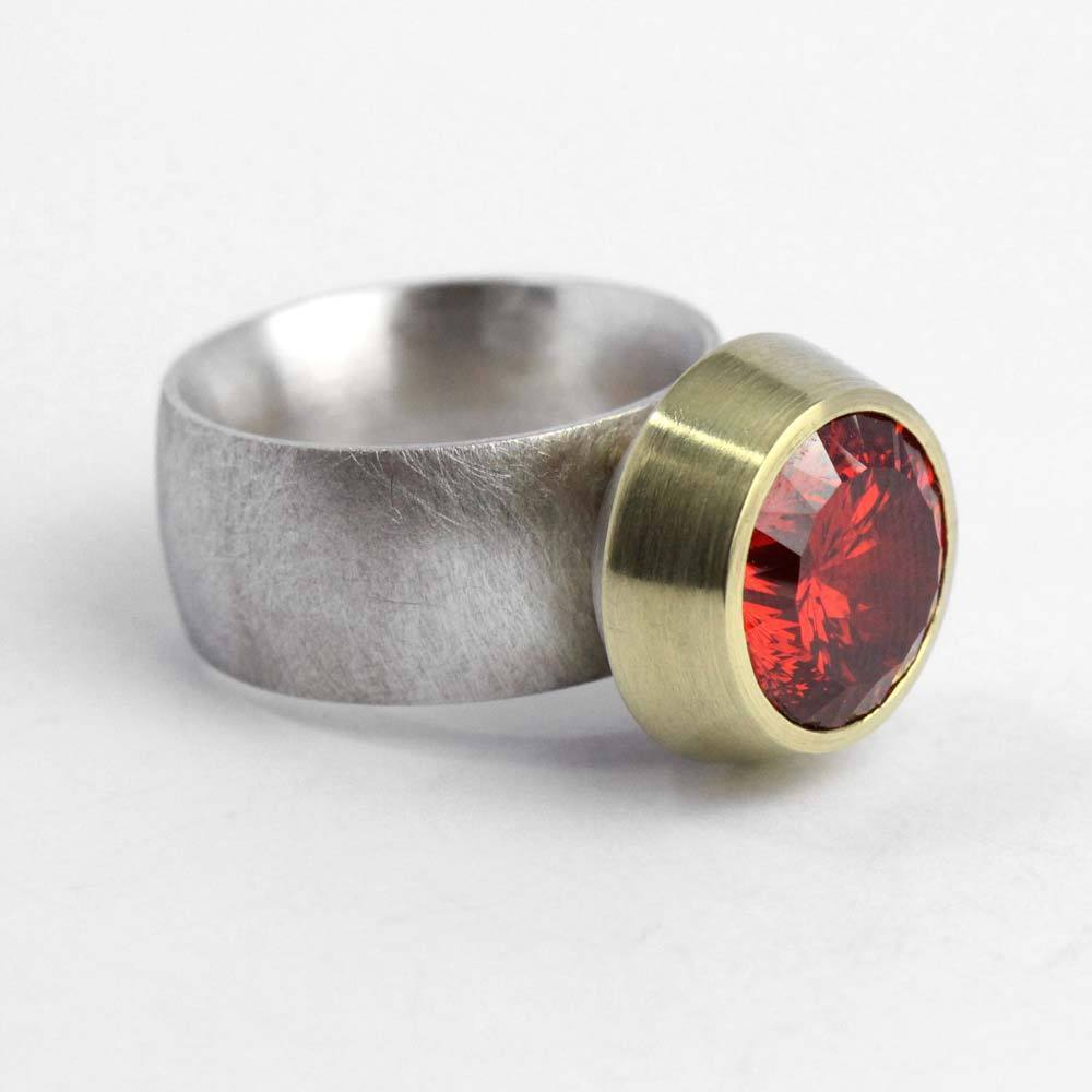Ring 925er Silber massiv gearbeitet mit 750er Gelbgoldfassung und Zirkonia