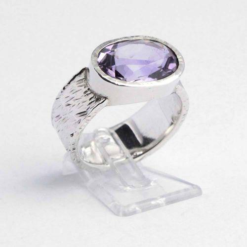 Ring 925er Silber mit Hammerschlagmuster und Amethyst