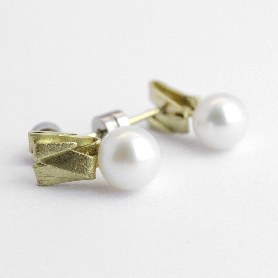 """Ohrstecker """"Origami"""" in 585er Gold mit echten Süßwasserzuchtperlen"""
